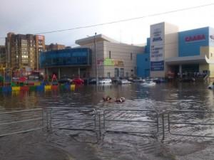 Суровые южноуральцы плавали на матрасах по улицам Копейска