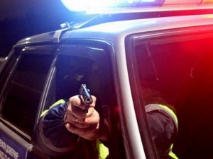 Пьяный бесправник на мотоцикле протаранил машину ДПС