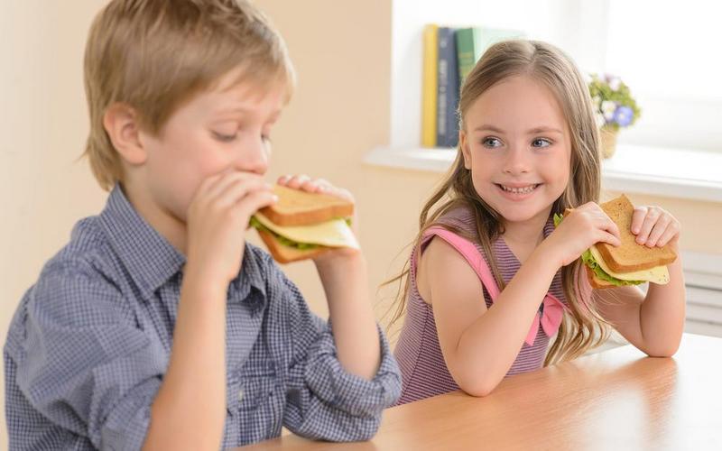 В Брянске пройдет чемпионат по поеданию школьных бутербродов