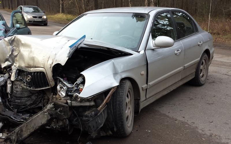 Автомобилист чудом выжил в страшной аварии под Суземкой