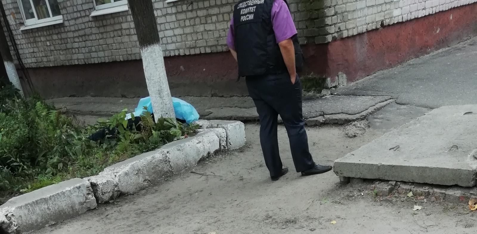 Житель Брянска разбился, упав с четвертого этажа