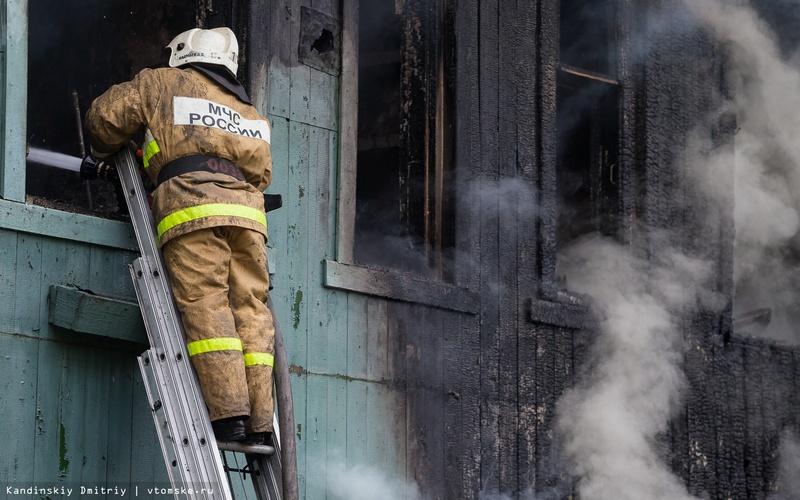 Из горящего под Дубровкой дома спасли человека