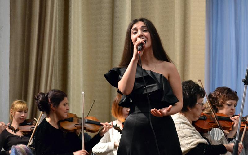 Молодая певица из Унечи претендует на звание «Новой звезды»