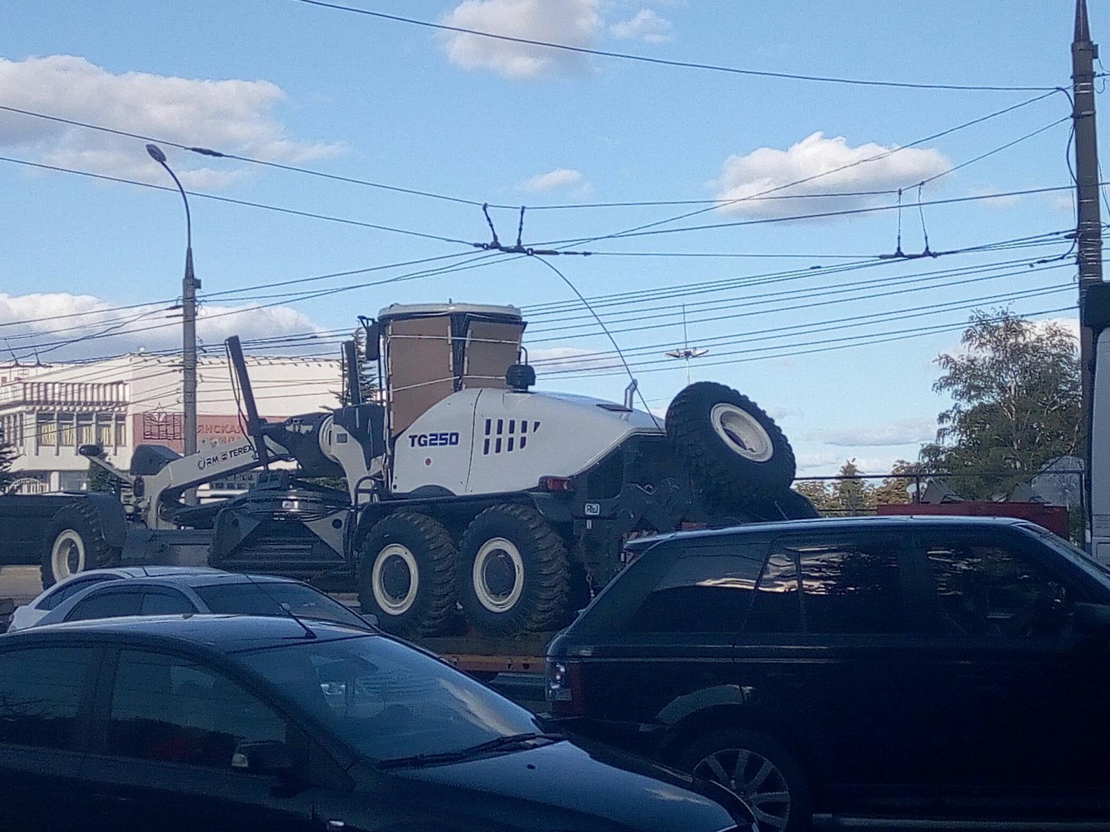 В Брянске фура оборвала троллейбусную сеть