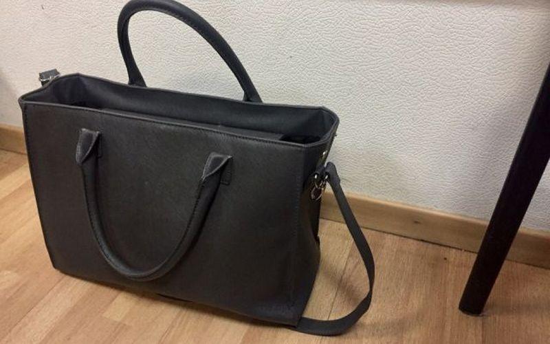 На брянском мини-рынке у продавца украли сумку
