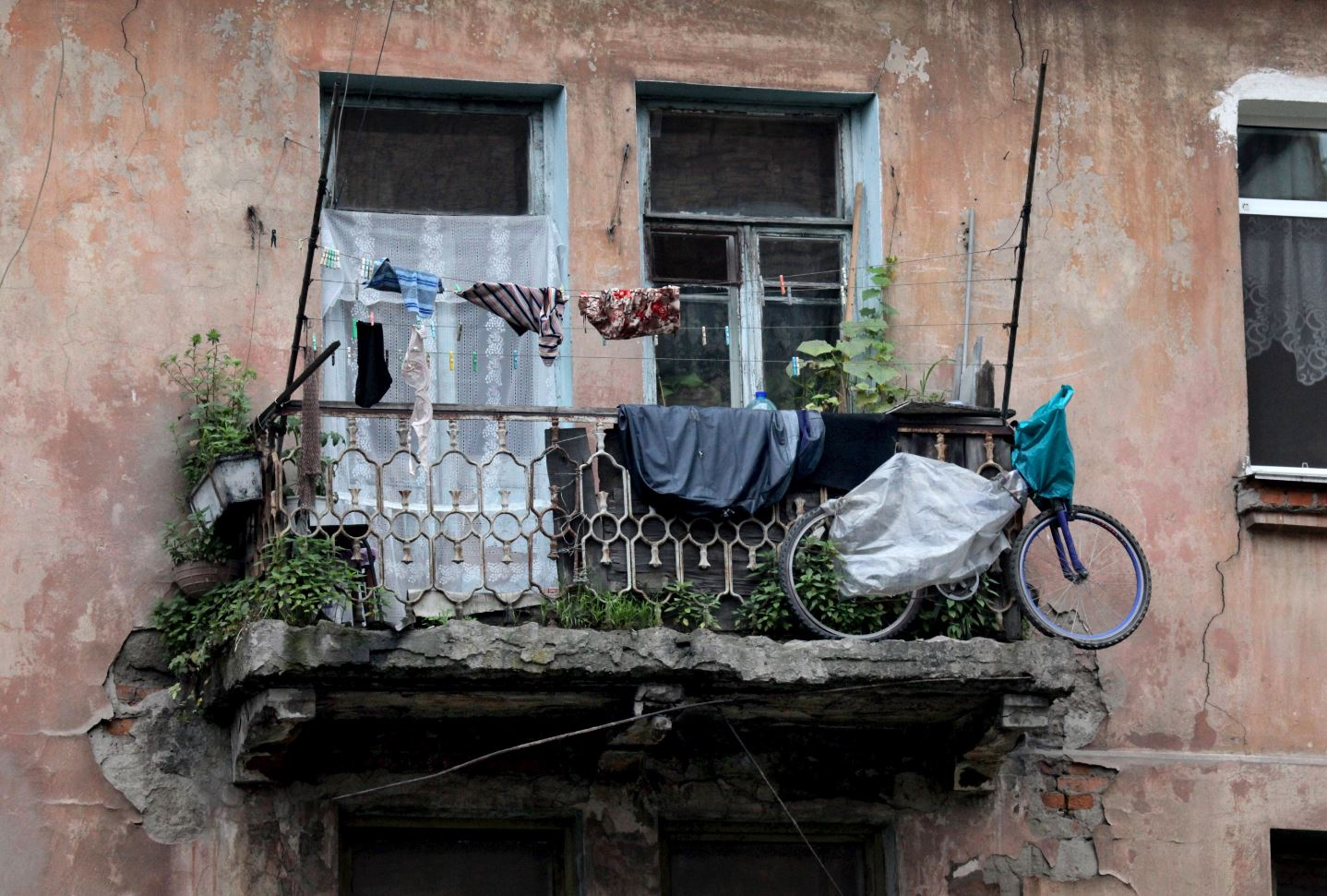 Жильцы аварийного жилья будут сами их и сносить истроить новое