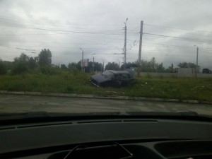 Машина вылетела на тротуар и сбила пешехода