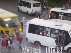 Автобус врезался в толпу пешеходов, есть пострадавшие
