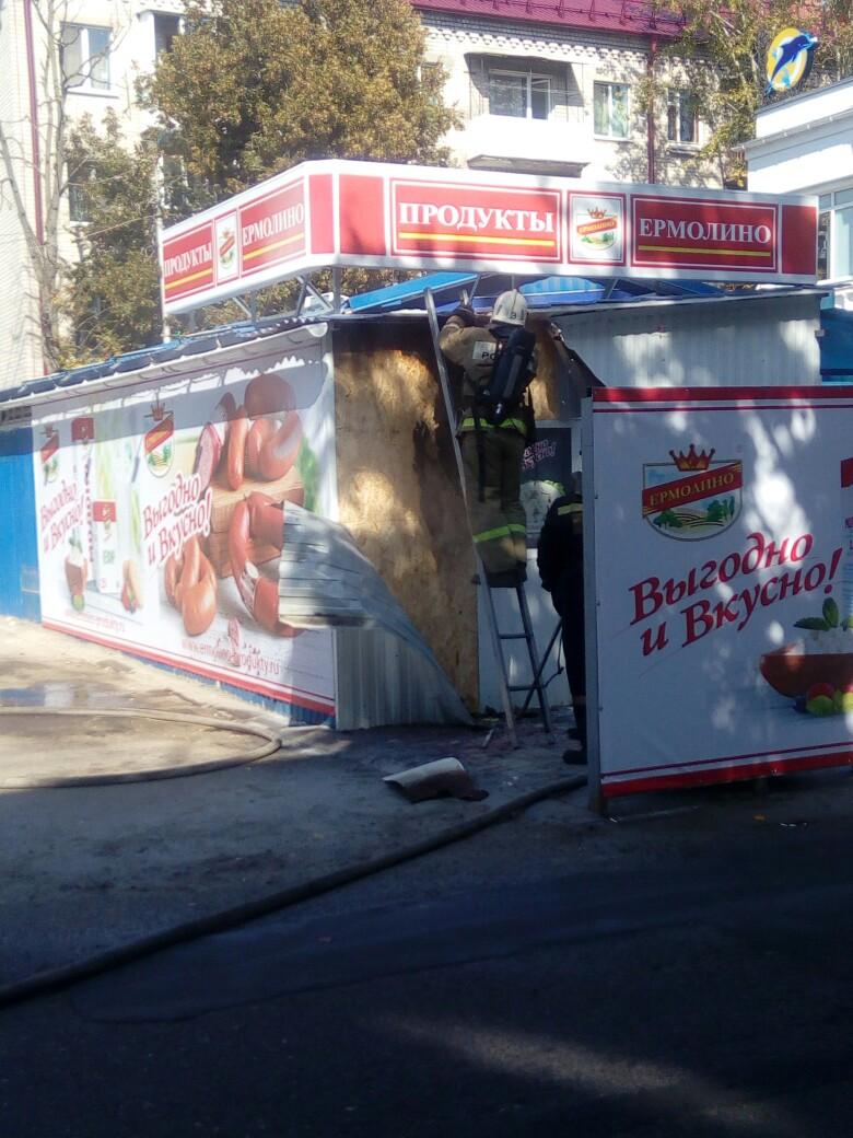 ВФокинском районе Брянска загорелся колбасный ларек