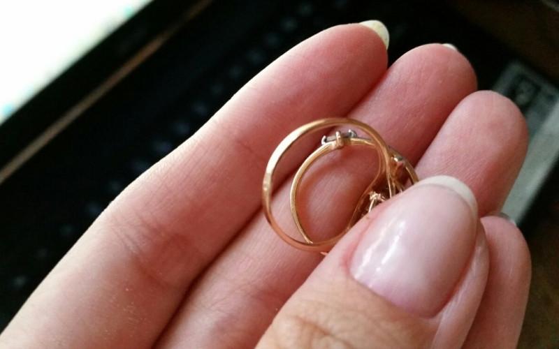 В Почепском районе селянка украла у соседки деньги и золотые кольца