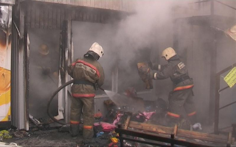 В Севске загорелся магазин