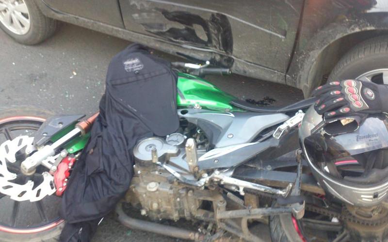 В Брянске 18-летняя мотоциклистка угодила под машину