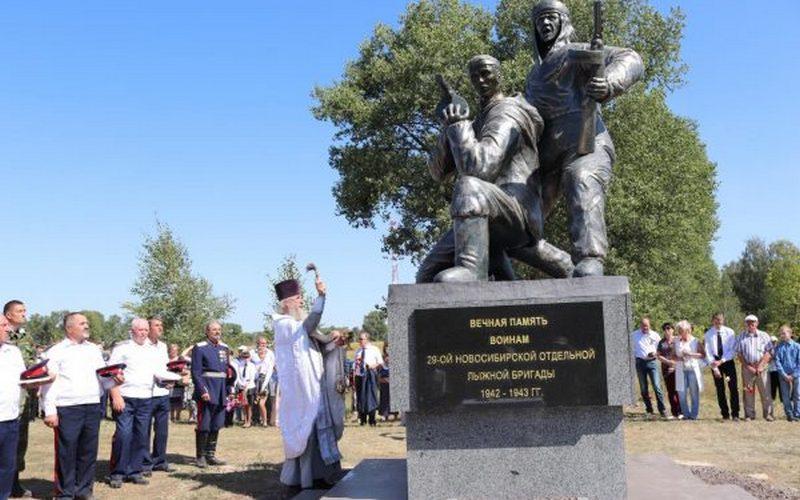 В Севске открыли памятник 29-й Новосибирской лыжной бригаде