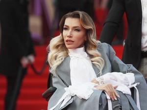 Певица Юлия Самойлова эмигрировала из России в Европу