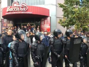 Спецподразделения полиции стянули на челябинскую Кировку