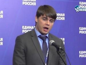 Он голосовал за повышение пенсионного возраста. Депутат Сергей Боярский