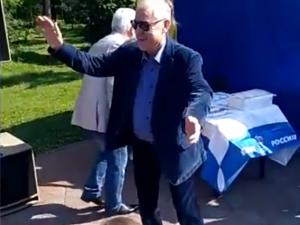 Мэр Челябинска пустился в зажигательный пляс посреди парка Гагарина (видео)