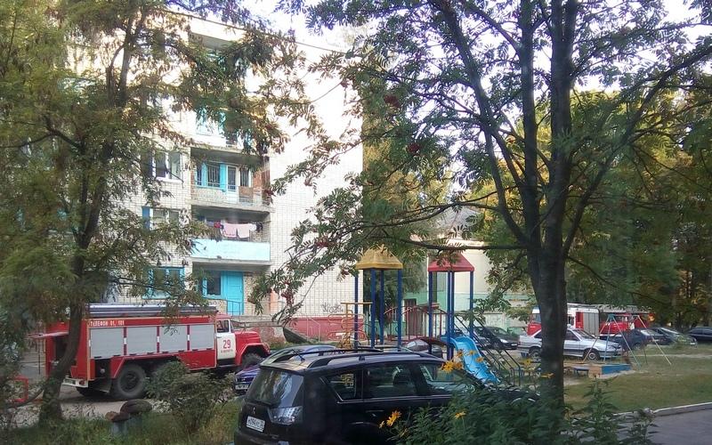 В Белых Берегах из горящего общежития спасли десять человек