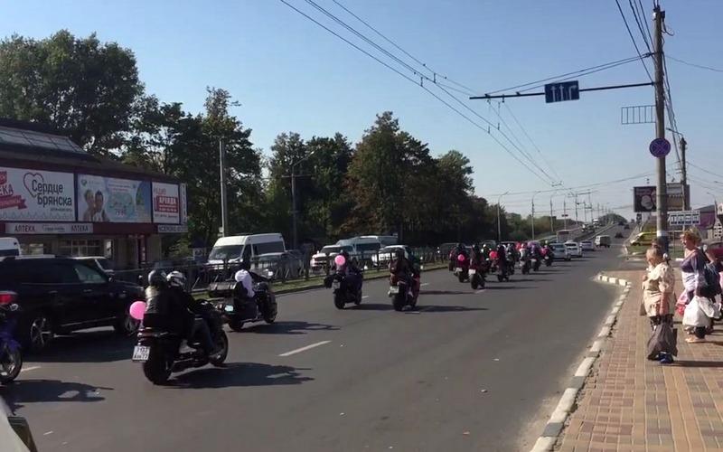 Под рев мотоциклов: брянцы обсуждают необычную свадьбу
