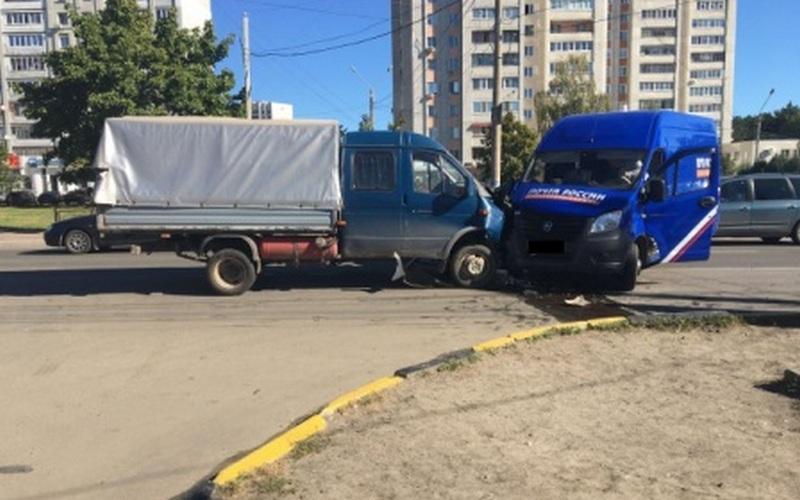 В Брянске «Почта России» выясняет причину ДТП с участием своего авто