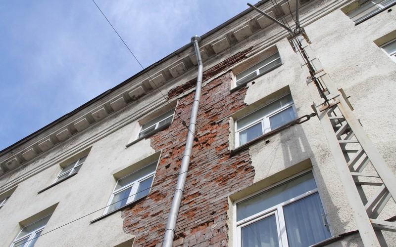 Суземские коммунальщики отвернулись от проблемной многоэтажки