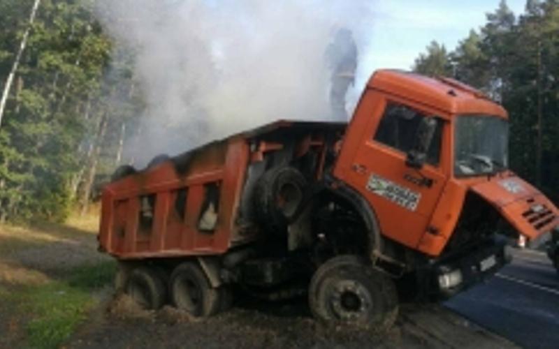 В Брянском районе на трассе задымился КамАЗ
