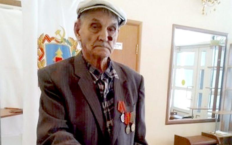 Столетний фронтовик пришел на выборы в Стародубе
