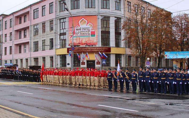 В Брянске прошла генеральная репетиция Парада в честь освобождения Брянщины