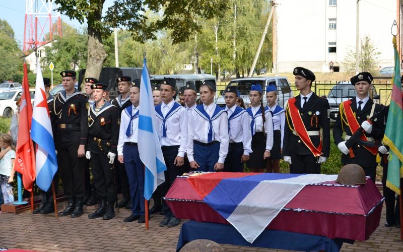 В Навле с почестями предали земле останки погибших советских воинов