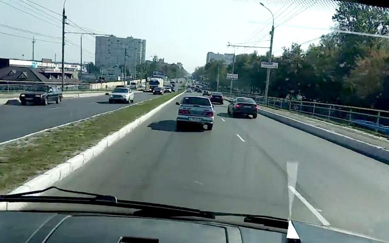 Брянцы набросились на автоледи, не уступившую спецмашине