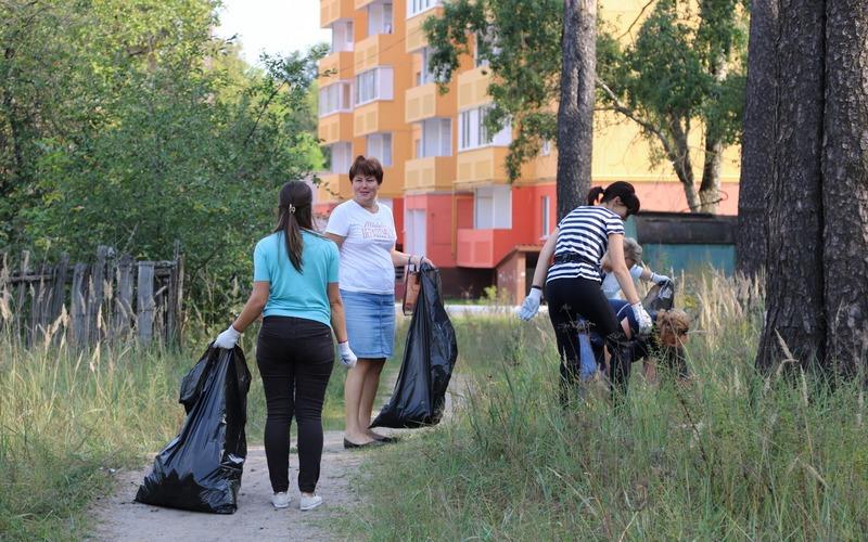 В Брянске на субботник вывели более шести тысяч человек