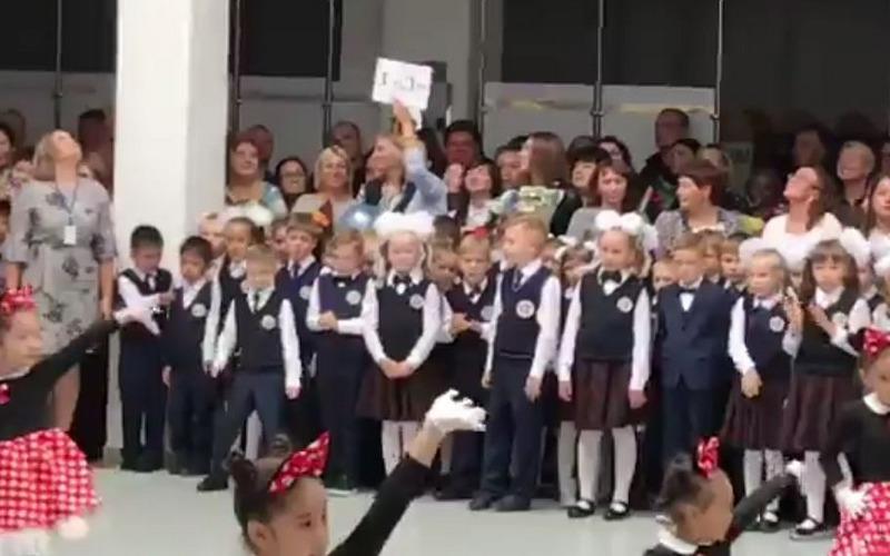 Танцующий школьник из Павлодара стал звездой соцсетей