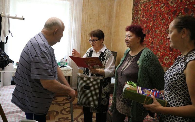 Брянских ветеранов навестят с визитом Почета