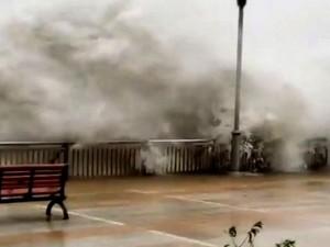 Небывалый по силе ураган «Мангхут» разрушает здания и убивает