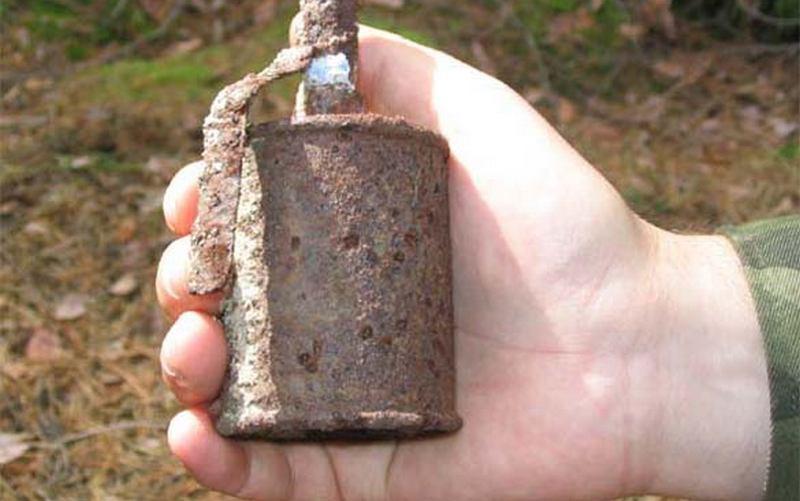 Под Суземкой нашли ржавые гранаты