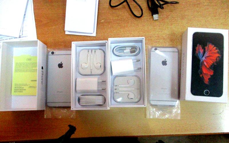 Брянские таможенники задержали украинцев за контрабанду телефонов iPhone