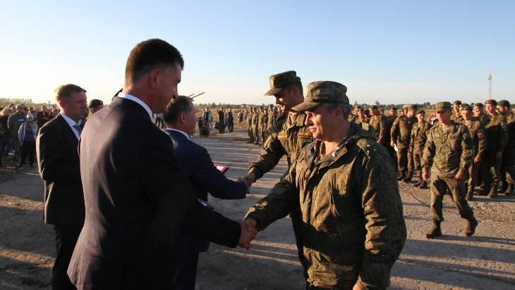 Руководство Брянска наградило участников парада на 17 сентября