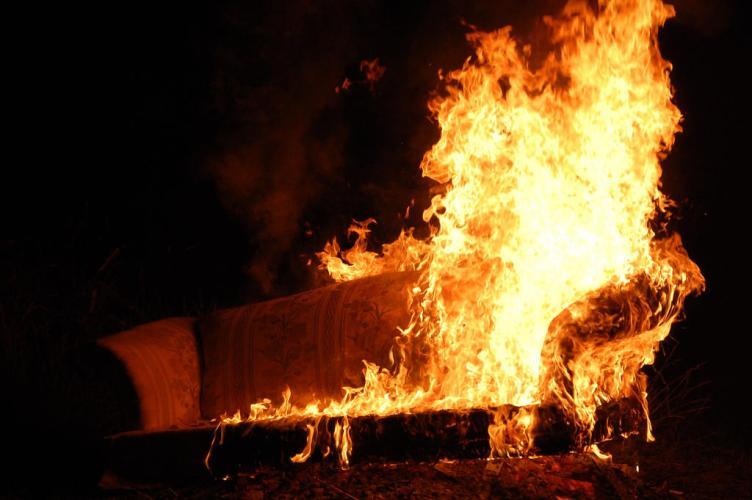В Почепском районе загорелся жилой дом