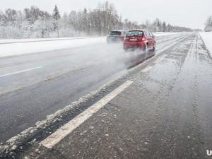 Снег привел к «пробкам» на трассе М5 «под» Златоустом