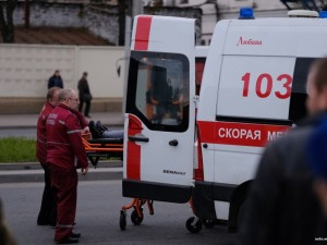 Ребенка после ДТП отказались принимать в больницу, пока мама была в операционной, а папу доставали из машины