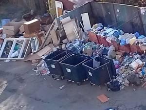 Это не наш мусор. Чужого нам не надо