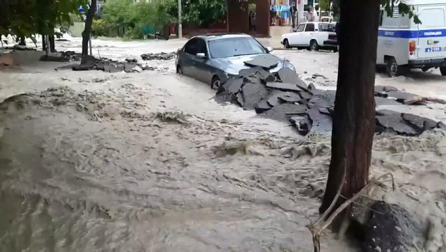 Сильный ливень вызвал потоп в Краснодарском крае