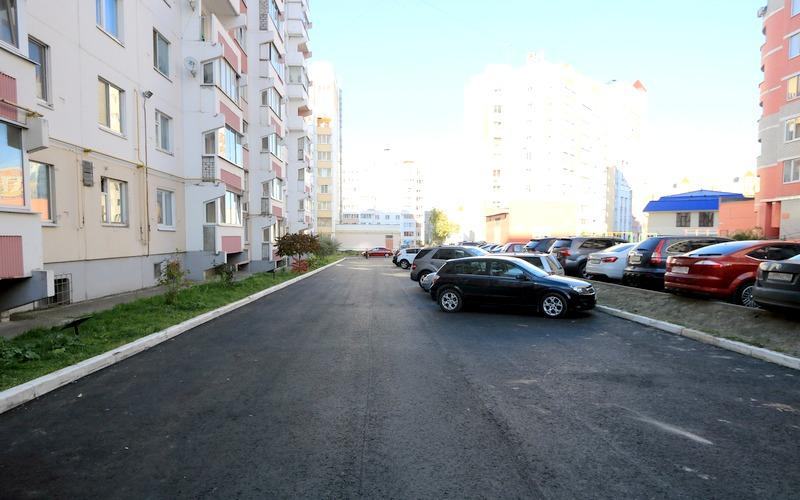 Двор до улице Авиационной в Брянске дождался ремонта