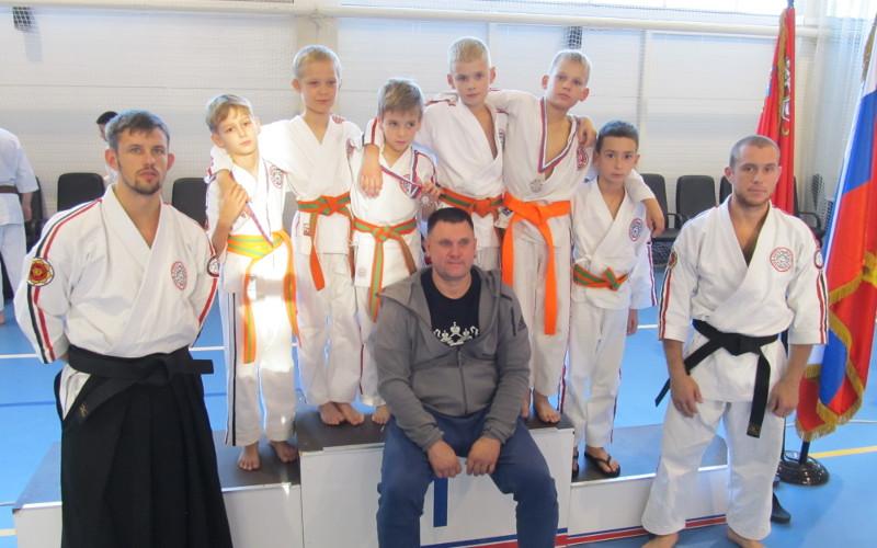 Юные брянские каратисты завоевали семь медалей на окружном первенстве