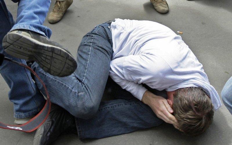 В Брянске сняли на видео зверское избиение парня