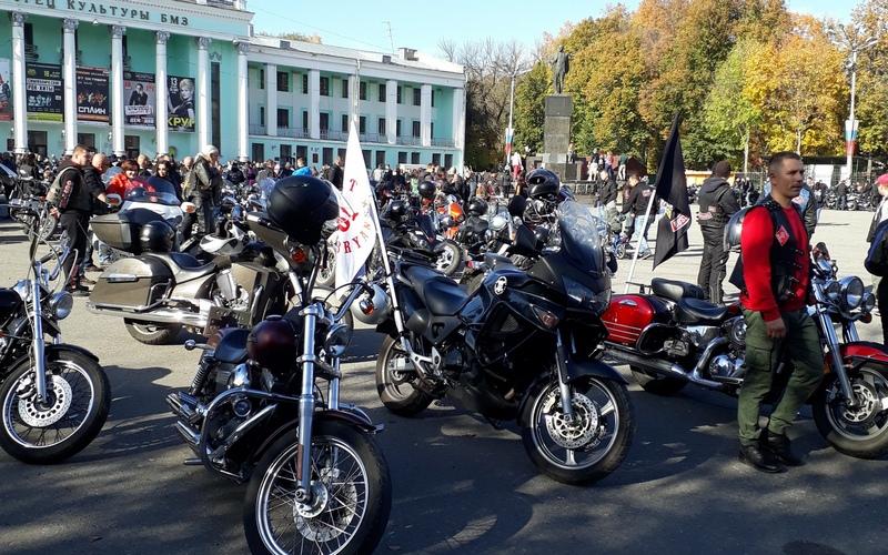 Десятки брянских байкеров собрались на закрытие мотосезона