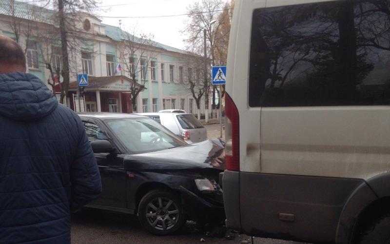 Автоледи протаранила маршрутку вБрянске