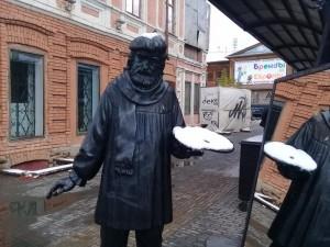 У художника на челябинской Кировке палитра стала белой