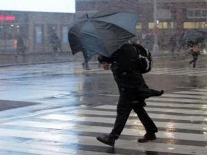 Восьмибалльный предштормовой ветер ожидают на Южном Урале