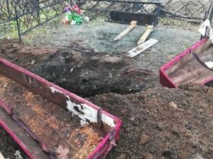 Открытый гроб на кладбище вызвал бурное обсуждение в соцсетях